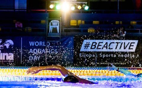 VI Nakts peldējuma dalībnieki nopeld vairāk kā 750 kilometru